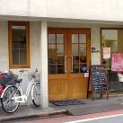 店舗外観。自転車は2台ほど店頭に駐輪可。