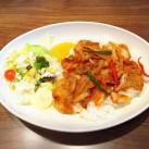 豚キムチ丼(サラダ添え・スープ付)